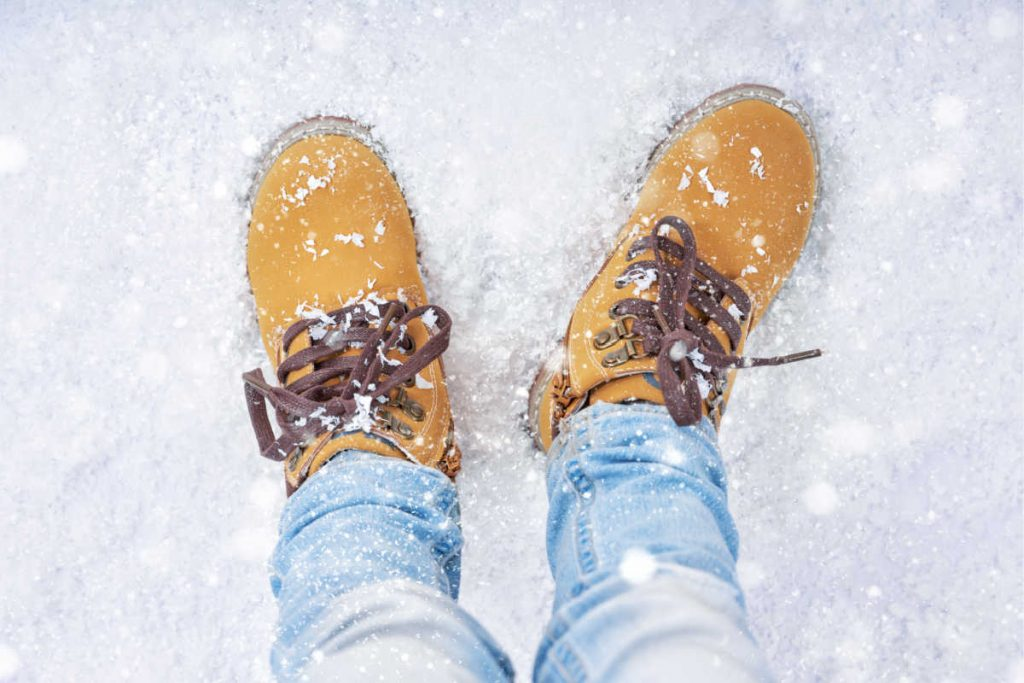 Best Lightweight Boots for Walking in Winter Ice And Snow